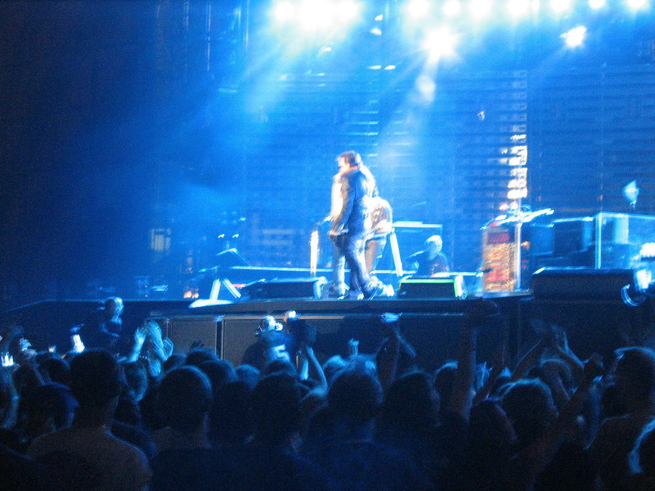 U2_Manchester_2005_06_15-1363