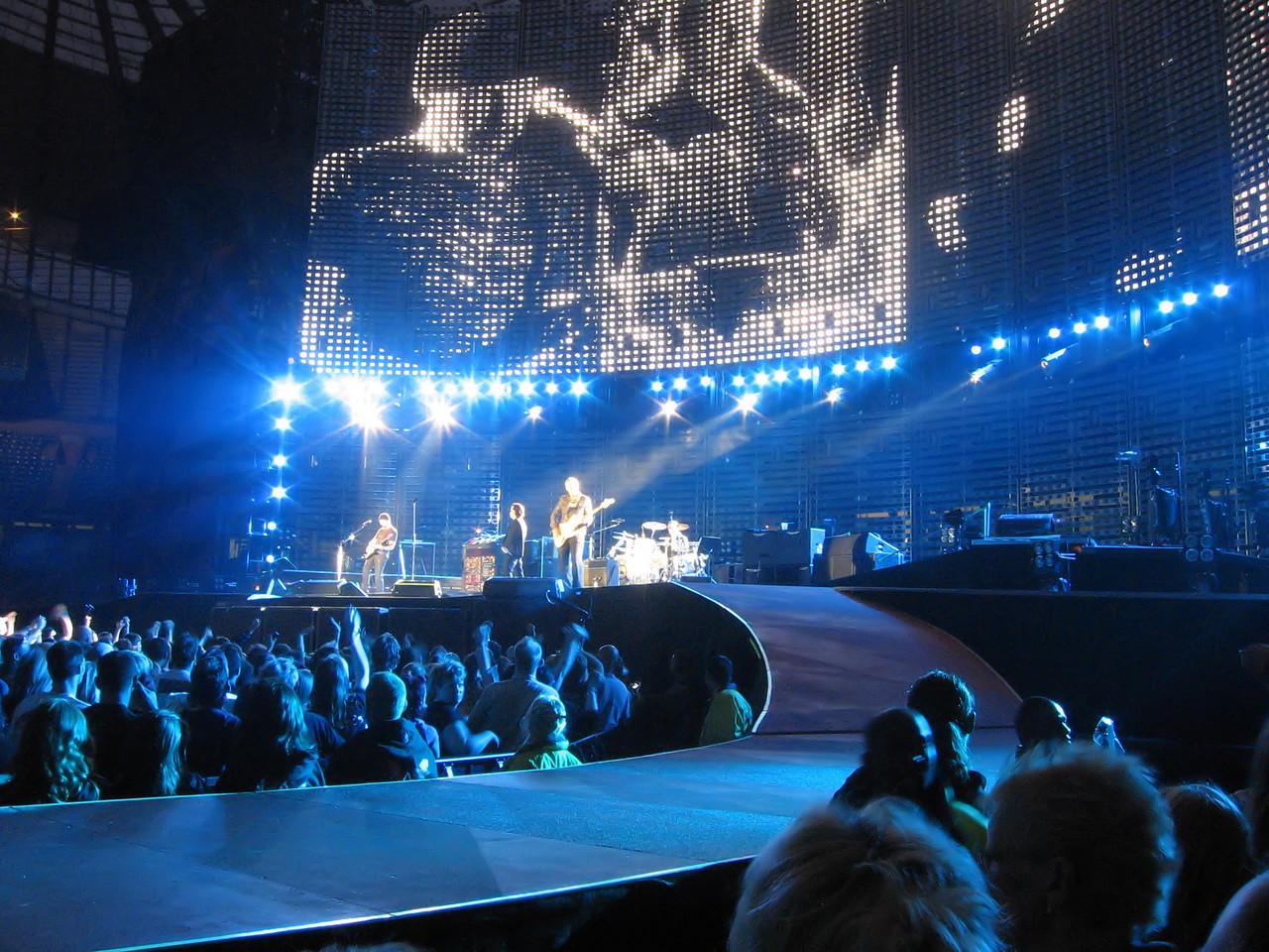 U2_Manchester_2005_06_15-5