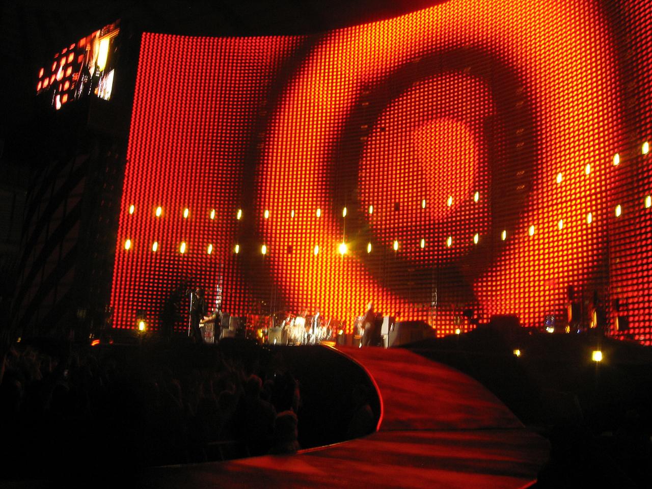 U2_Manchester_2005_06_15-1381