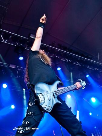 Raising his hand to metal