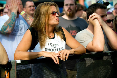 Shooter Jennings Fans crowd to watch them perform at WARPED