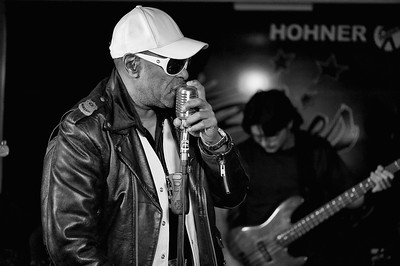 Vic Pitts (James Brown drummer) - Jamming with Bonny B.