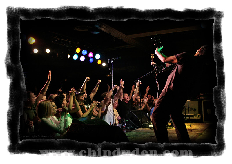 Music_WRH_Crowd_Bodeans