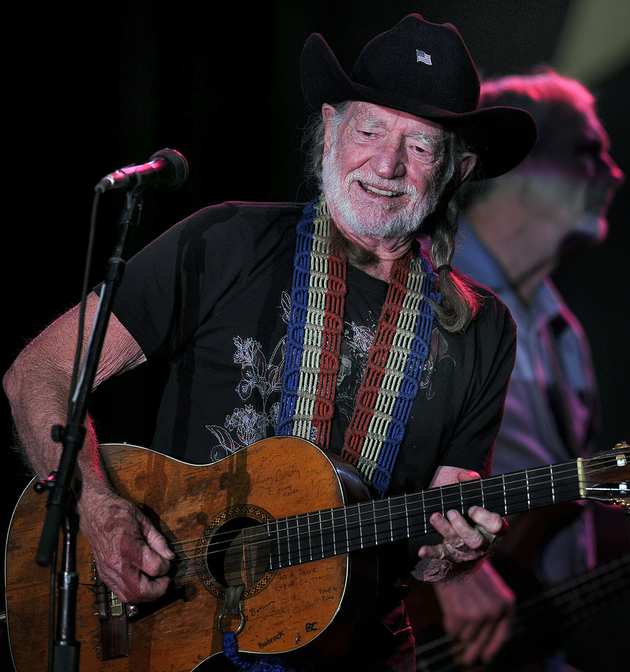 Willie Nelson's Country Throwdown starring Willie Nelson and Jamey Johnson along with Randy Houser, Lee Brice, Brantley Gilbert, Craig Campbell, Lukas Nelson and Promise of The Real entertain the crowd.<br /> GWINN DAVIS PHOTOS <br /> gwinndavis@gmail.com (e-mail)<br /> (864) 915-0411 (cell)<br /> gwinndavisphotos.com (website)