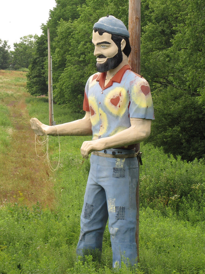 Yasgur's Farm Muffler Man - an iconic piece of art left over from the hippie era.