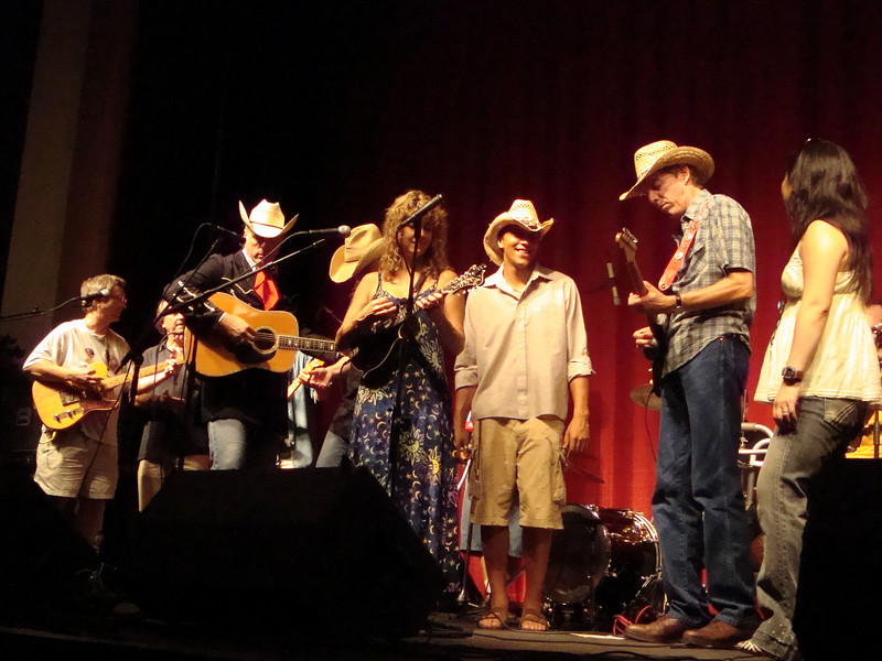 "Everybody on stage for ""Waling Woody's Road"""