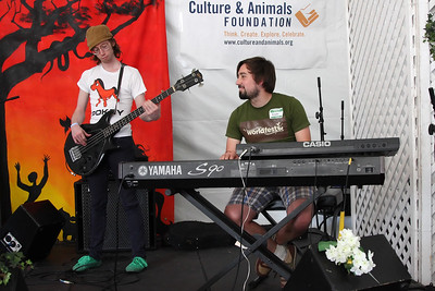 Obi Best performs at WorldFest