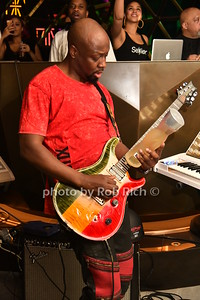 Wyclef Jean plays the guitar with a bottle of SX Liquor photo by Rob Rich/SocietyAllure.com © 2016 robwayne1@aol.com 516-676-3939