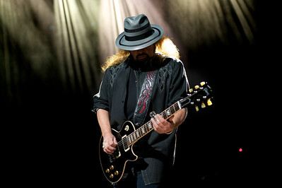 Lynyrd Skynyrd Performs - Founding member Gary Rossington