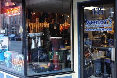 Woodsy's Music storefront Kent Ohio