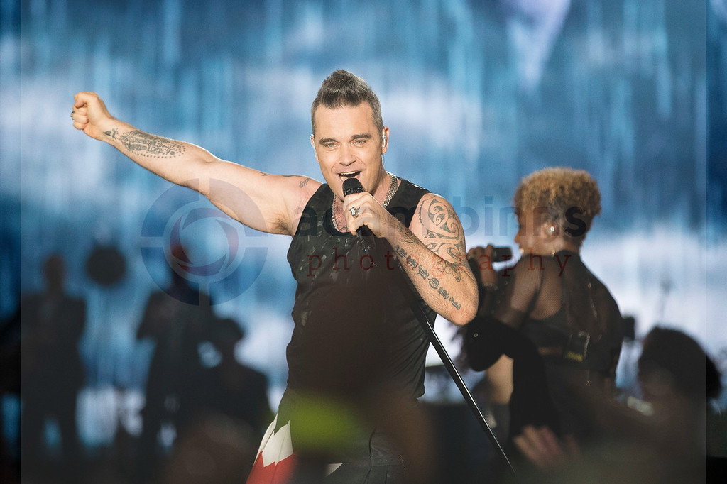 Robbie Williams, The Heavy Entertainment Show Tour, Forsyth Barr Stadium, Dunedin, New Zealand. Saturday 17 February 2018. © Copyright, Adam Binns Photography, Dunedin, New Zealand 2018