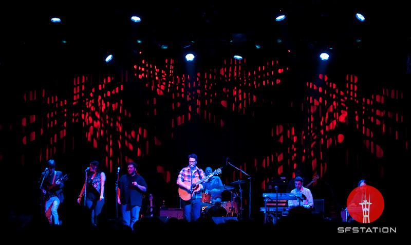 Photo by Niall David <br /><br /> <b>Event details: http://www.sfstation.com/amos-lee-e1062971</b>