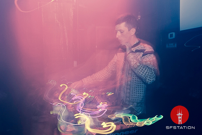 Photo by Thibault Palomares<br /><br /> http://www.sfstation.com/totally-enormous-extinct-dinosaurs-e1844312
