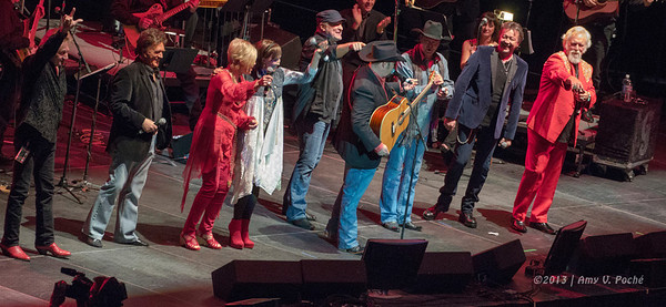 …then was joined onstage with T. Graham Brown, Janie Fricke, T.G. Sheppard, Tracy Lawrence, Mark Collie, Eddy Raven and Pam Tillis to finish it off