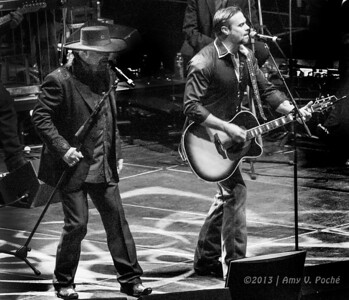 """Montgomery Gentry sings """"The Race is On"""""""