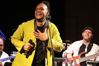 Iván el Negro Alvarez en concierto. Corp Banca, Venezuela, 2009