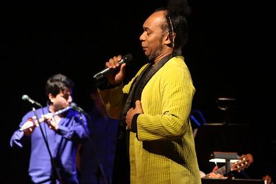 """Iván """"El Negro"""" Alvarez en concierto. Corp Banca, 2009. Venezuela."""