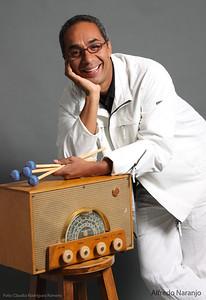 Alfredo Naranjo. Sesión para Músicos en la Radio, para la Revista Todo en Domingo.
