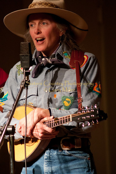Lynn Woodward of The Anvil Blasters performs at the Hoedown for Hunger benefit concert for the homeless in Bend, OR. November 2009. Gary Miller - Sisters Country Photography
