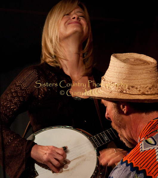 The Alison Brown Quartet with Joe Craven at the 2009 Sisters Folk Festival. Photo Credit: Gary Miller