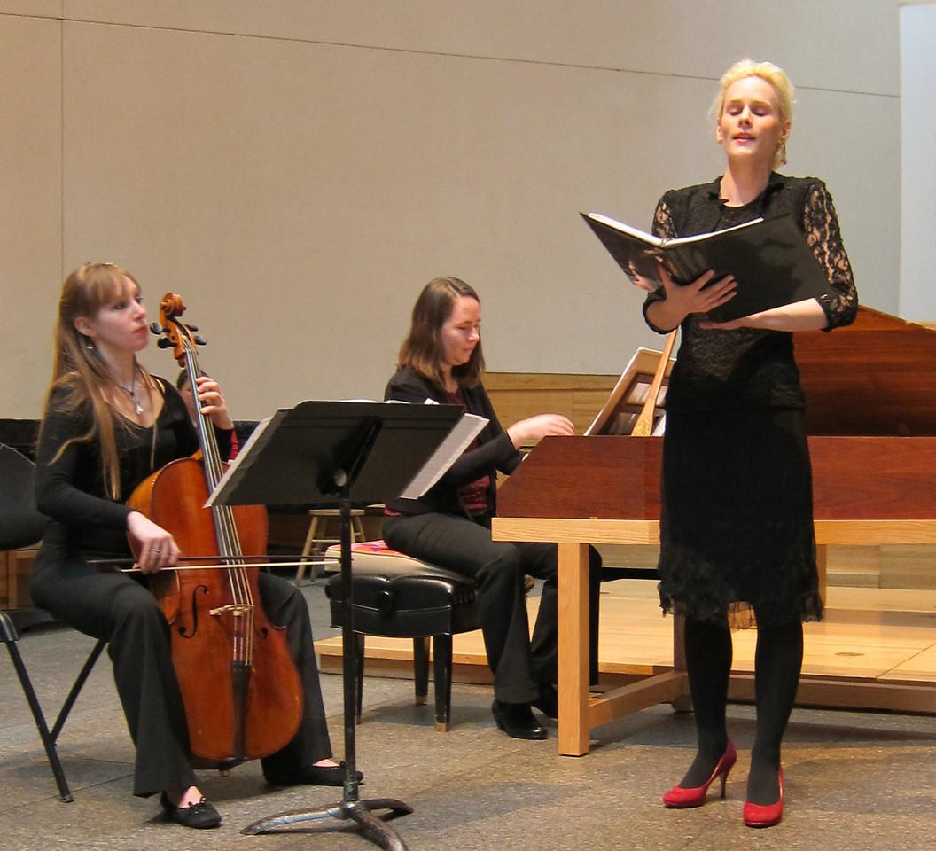 XSiren Baroque_2013-02-14 002_Brett Umlauf singing Strozzi, with Kelly Savage and Anneke Schaul-Yoder
