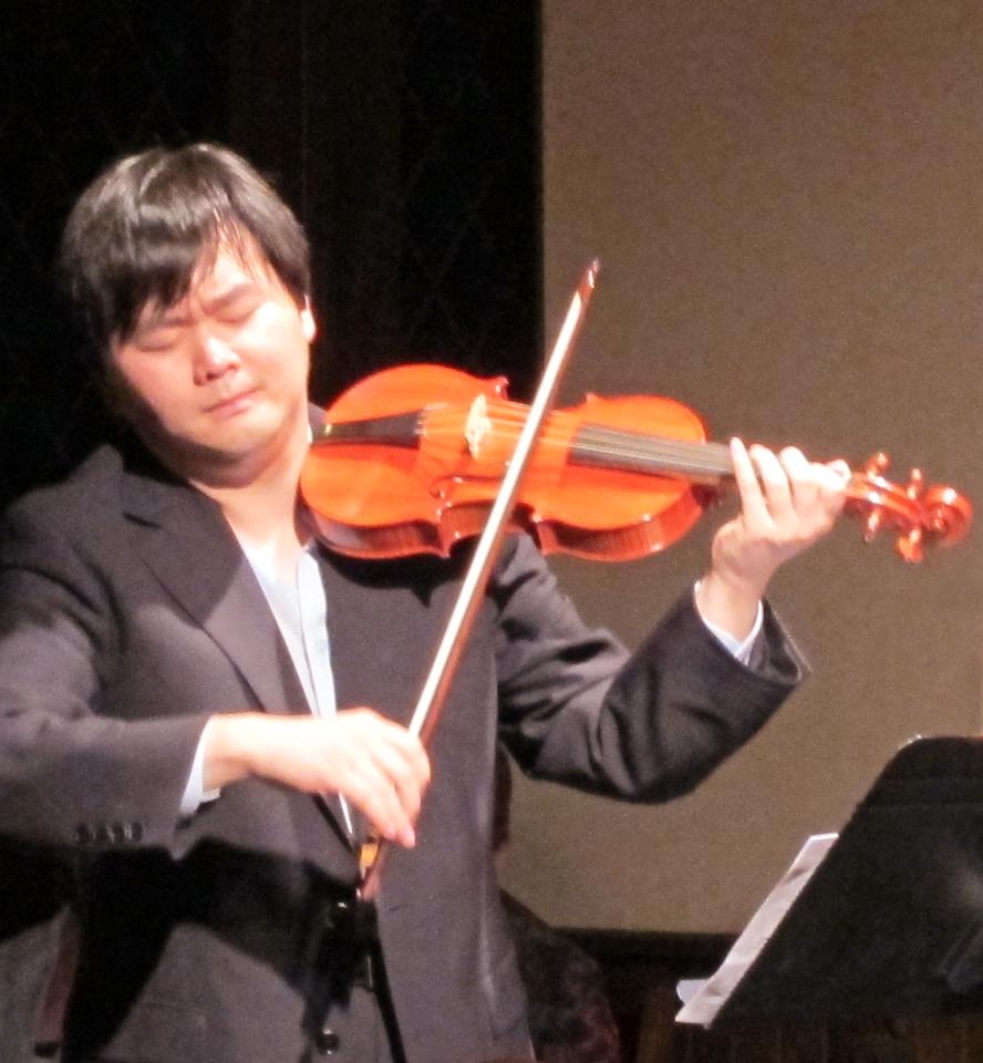 xSebastian Chamber Players_2013-09-07_4205_Daniel Lee in performance