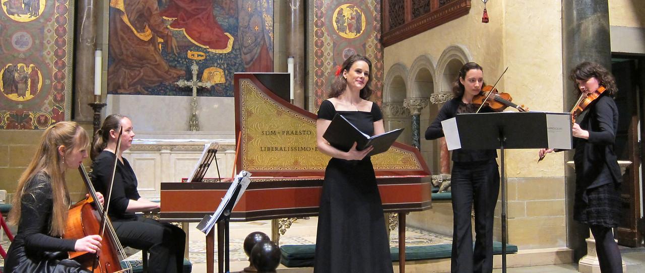 xSiren Baroque_2014-02-20_Women All-Stars of the Baroque II_4952_the ensemble, with Brett's solo