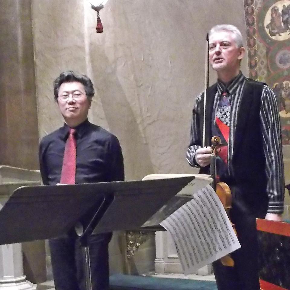 xJorg-Michael Schwarz & Dongsok Shin_2014-12-11_Midtown Concerts_02_Bach trios_final bow