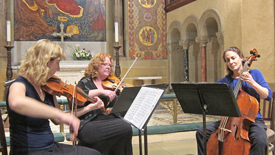 x2016-09-22_The Vivaldi Project_Midtown Concerts (6)_ensemble playing