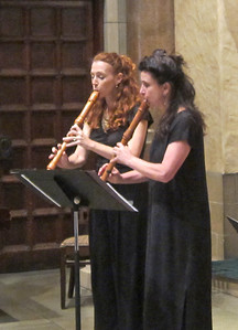 x2016-09-15_East of the River_Midtown Concerts (7)_Daphne and Nina playing