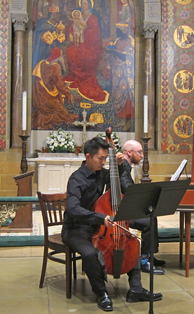 x2016-09-29_Tanimoto and Figg_Midtown Concerts (2)_playing, mosaic in background