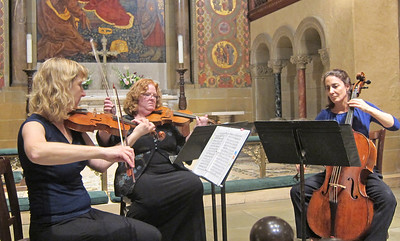 x2016-09-22_The Vivaldi Project_Midtown Concerts (12)_Elizabeth, Allison, Stephanie, playing