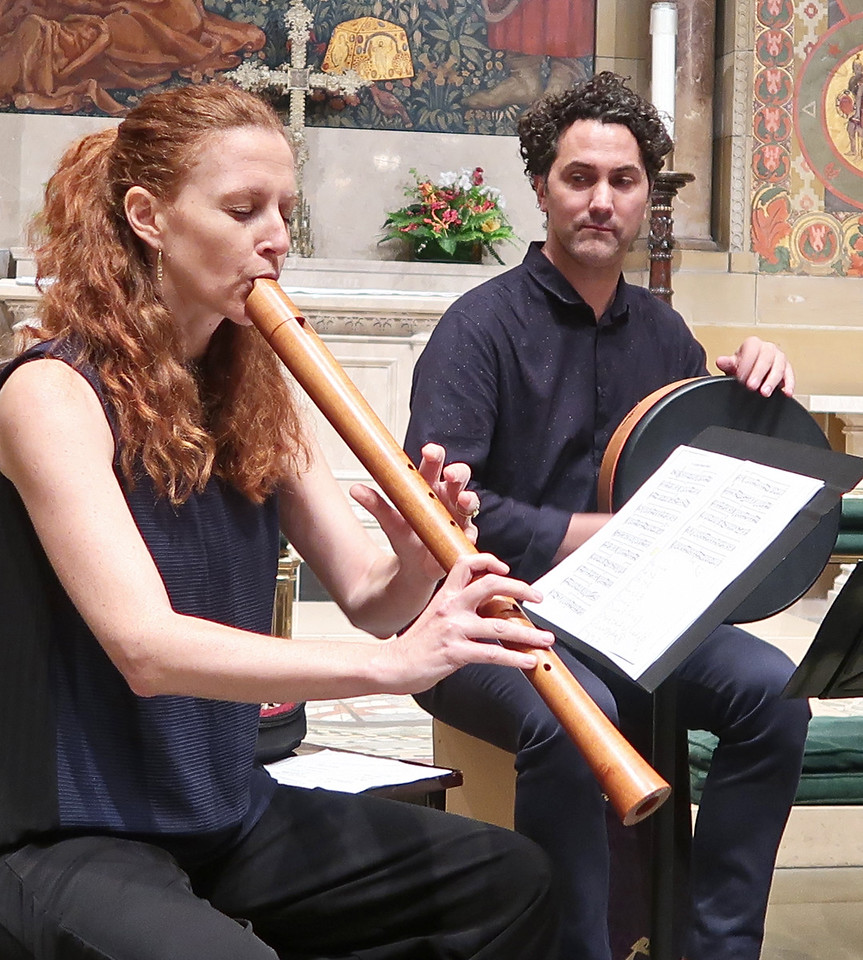 x2017-10-19_East of the River_Midtown Concerts (10)_Daphna and John