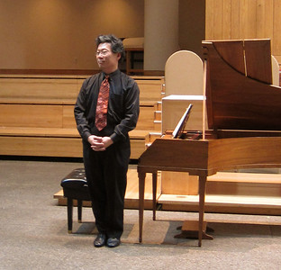 xMidtown Concerts_2012-10-24_Mozart_Dongsok Shin accepting applause_005