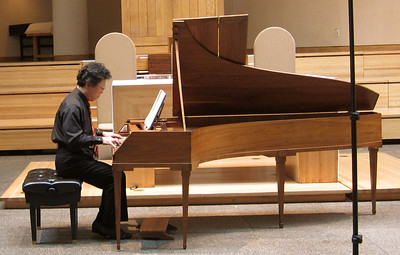 xMidtown Concerts_2012-10-24_Mozart_Dongsok Shin playing_001