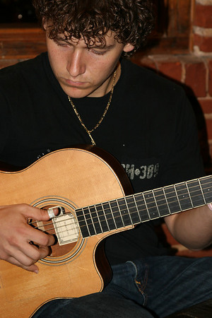 Fingerstyle guitarist, Shaun Hopper
