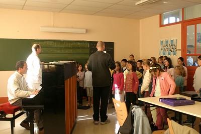 chœur de formation musicale - 2 Classes d'IM1 et IM2 de P. Villedary et P. Sénécal Le chef de chœur est A. Guiot