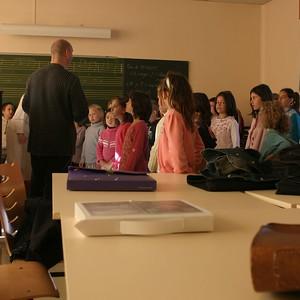 chœur de formation musicale - 3 Classes d'IM1 et IM2 de P. Villedary et P. Sénécal Le chef de chœur est A. Guiot