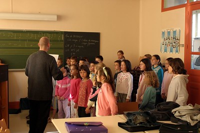 chœur de formation musicale - 1 Classes d'IM1 et IM2 de P. Villedary et P. Sénécal Le chef de chœur est A. Guiot