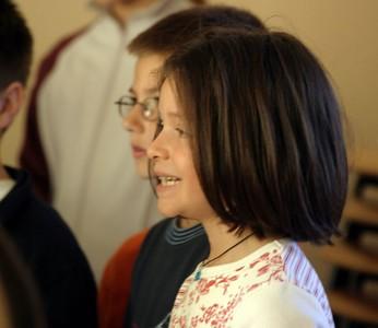 chœur de formation musicale - 12 Classes d'IM1 et IM2 de P. Villedary et P. Sénécal Le chef de chœur est A. Guiot