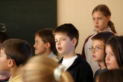 chœur de formation musicale - 10 Classes d'IM1 et IM2 de P. Villedary et P. Sénécal Le chef de chœur est A. Guiot