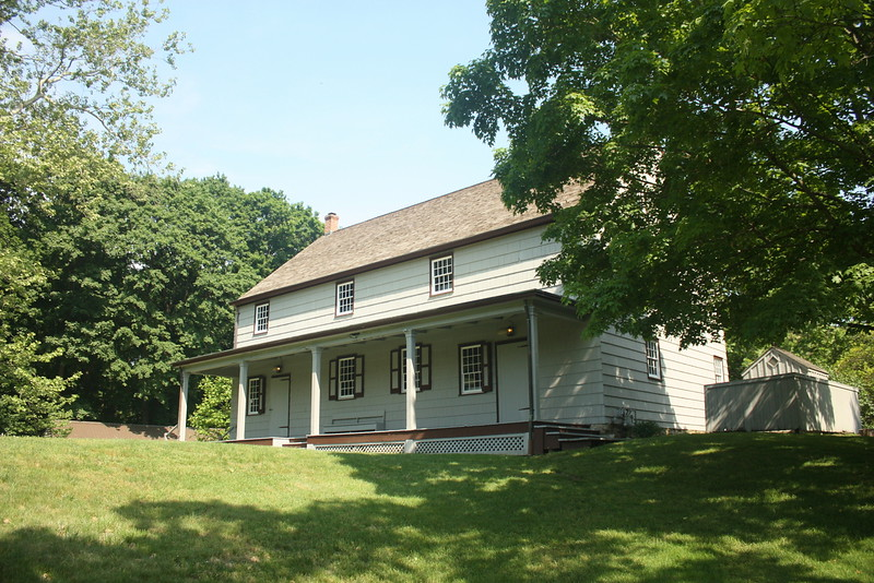 Matinecock Friends meetinghouse, est.1725