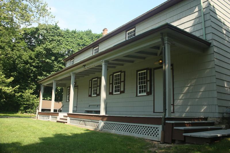 Matinecock Friends meetinghouse, est.1725