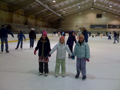 008-ice skaters