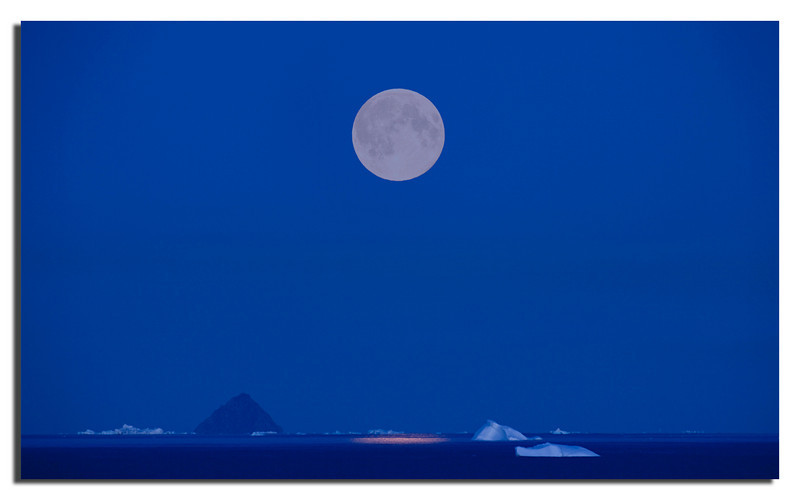 202. Dalrymple Rock 40 Km away and mighty Moon.....................