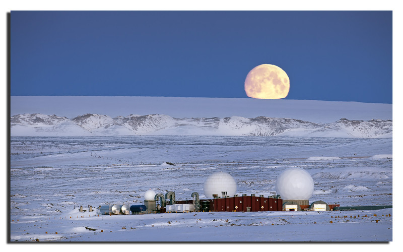 273. Moon over Inland Ice. Detachment 1 in foreground. Canon 5D II & Canon 500mm f/4 L IS with Polarizer.