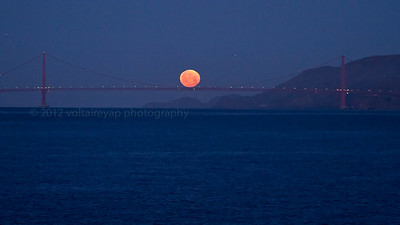 Moonset at the Golden Gate Bridge