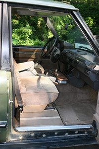 Hunter editions had manually adjustable cloth seats, no sunroof.