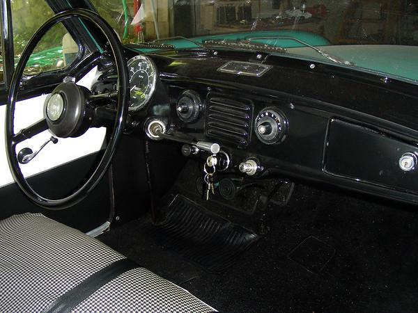1960 Nash Metropolitan dash with tube radio