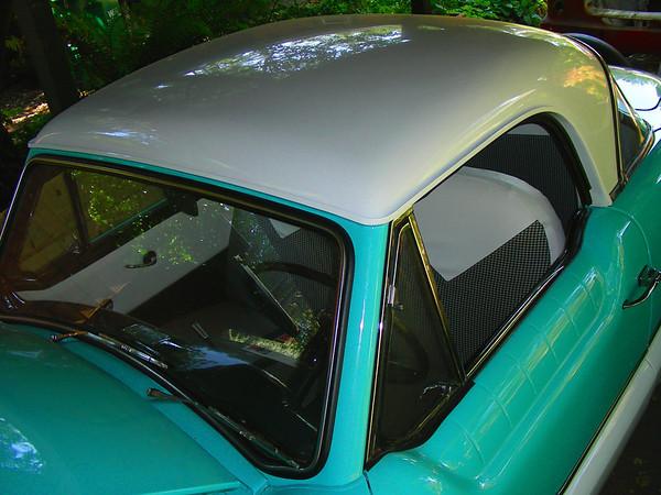 1960 Nash Metropolitan roof